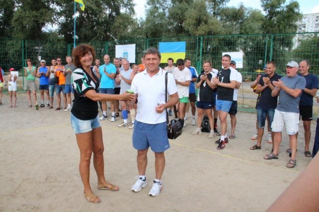 Солодкий приз меценату турніру - Анатолію Серпутько