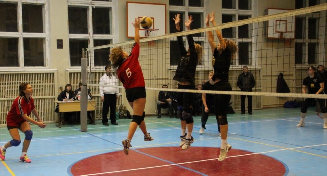 Момент змагання жіночих команд Києва та Красноармійська