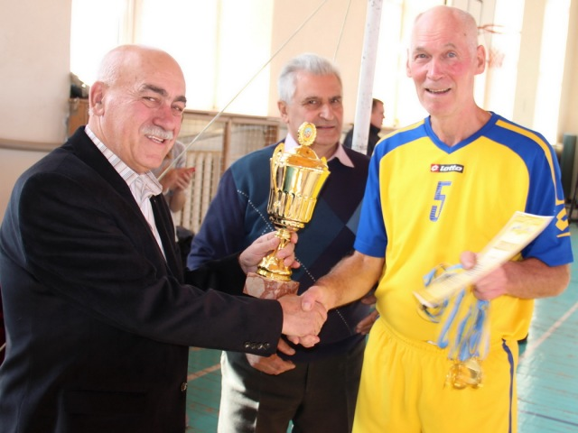 Кубок і золоті медалі для команди «Кадет» з Києва
