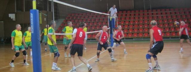Играют команды 65+ (Херсон - Киев «Кадет»)